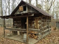 photo inspiration for shed turned trapper shack Small Log Cabin, Tiny Cabins, Tiny House Cabin, Little Cabin, Log Cabin Homes, Cabins And Cottages, Cozy Cabin, Log Cabins, Rustic Cabins