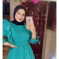 Hijab Fashion Summer, Muslim Fashion, Kimono Fashion, Skirt Fashion, Fashion Dresses, Red Skirt Outfits, Dress And Sneakers Outfit, Hijab Evening Dress, Modele Hijab