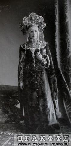 Мария Николаевна Лопухина, урожденная графиня Клейнмихель в костюме боярыни XVII века. Исторический бал 1903 года.