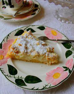 Bu pastanın tarifini Almanya'ya gitmeden çok uzun yıllar önce bir ablamdan almıştım.Almanya'da bildiğim kadarıyla böyle bir pasta yok, fakat avuç içinden büyük, içi krema dolgulu gefullte streusel schnecke diye bilinen benim de çok sevdiğim çörekle...
