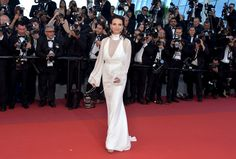 Juliette Binoche Photos Photos - 'Okja' Red Carpet Arrivals - The 70th Annual Cannes Film Festival - Zimbio