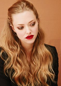 Amanda Seyfried - very dark blonde pretty much a light brown hair color,wavy. If I ever darken my hair it would be to this Amanda Seyfried Hair, Jenifer Lawrence, Dark Blonde, Mean Girls, Pretty Hairstyles, Hair Goals, Her Hair, Hair Inspiration, Hair Makeup