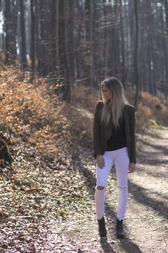 Outfit: In the woods – BELLE | Allt milli himins og jarðar #style #fashion #outfit #ootd #blazer #white #jeans #clothes Style Fashion, Fashion Beauty, White Jeans, Woods, Blazer, Lifestyle, Outfits, Clothes, Suits