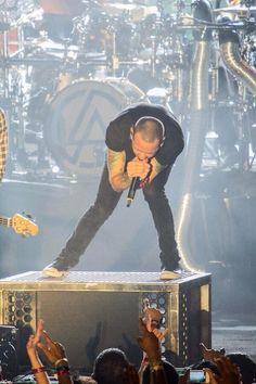 Scream!!! Amazing Chester Bennington - god I love his voice!