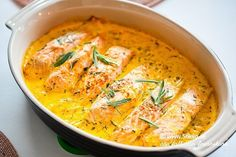 Solgul lax i ugn - 56kilo.se - Recept, inspiration och livets goda Seafood Dishes, Fish And Seafood, Fish Recipes, Healthy Recipes, Scandinavian Food, How To Cook Fish, Swedish Recipes, Mindful Eating, Recipes From Heaven