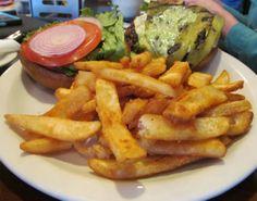 Delicious Burgers, Creative Food, Hamburger, Aviation, Food Ideas, Restaurant, Ethnic Recipes, Diner Restaurant, Burgers