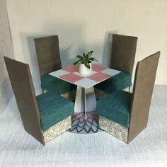 Esszimmermoebel-Tisch-Stuhl-Couch-Moebel-Furniture-fuer-Barbie-Monster-High-Fashion
