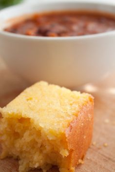 Tried and True Tender Cornbread I would have to leave out the sugar. No self-respecting Southerner puts sugar in cornbread. At least, that is what my Mama always said! Sweet Cornbread, Cornbread Recipes, Soul Food Cornbread Recipe, Homemade Cornbread, Homemade Breads, Sweet Potato Chili, Bread Rolls, Quick Bread, Sweet Bread
