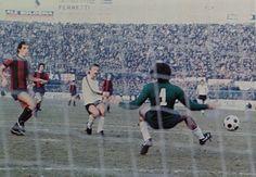 BOLOGNA-GENOA 2-1 1977-78 tredicesima giornata al 82' ROBERTO PRUZZO solo davanti al portiere del Bologna FRANCO MANCINI segna il gol del momentaneo 1-1