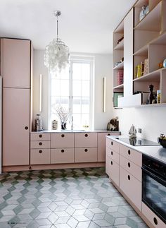 http://www.poppytalk.com/2015/07/kitchen-love-pastels-little-black.html?utm_source=feedburner