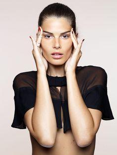 Halte au relâchement ! Aujourd'hui, grâce aux nouvelles crèmes 3D et aux massages liftants des pros, on peut raffermir son visage, redessiner son ovale, repulper ses joues… Juste avec un peu de patience.