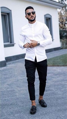 If you are in the market for brand new men's fashion suits, there are a lot of things that you will want to keep in mind to choose the right suits for yourself. Below, we will be going over some of the key tips for buying the best men's fashion suits. Mode Outfits, Sport Outfits, Casual Outfits, Fashion Outfits, Men's Fashion, Street Fashion, Fashion Styles, Fashion Trends, Fashion Quotes