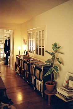 It's Nice That : Apartamento co-founder Omar Sosa shows us around his bookshelves