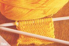 Knit herringbone – solid and two-tone – Talu. Textiles, Herringbone Pattern, Couture, Crochet, Knitting Patterns, Free Knitting, Free Pattern, Body Art, Socks