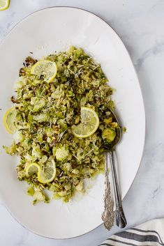 Garlic Parmesan Roasted Brussels Sprouts make a quick easy side dish the family will love. These Brussels Sprouts are tossed with shredded parmesan, loads of garlic and fresh lemon juice for one delicious gluten free recipe! Gluten Free Sides Dishes, Healthy Side Dishes, Side Dishes Easy, Vegetable Side Dishes, Side Dish Recipes, Recipes Dinner, Vegetable Recipes, Breakfast Recipes, Healthy Brussel Sprout Recipes