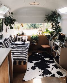 25 Creative RV Camper Remodel Ideas on a Budget ---------------------------------------------------------------A Perfect Wooden Furniture With Wooden Rack In The RV Living Creative Interior Motorhome, Kombi Motorhome, Rv Interior, Interior Decorating, Interior Design, Interior Ideas, Diy Design, Mini Motorhome, Motorhome Living