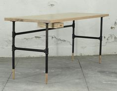pipe desk from todosomething with wood feet. i wanna make this!