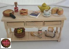 Tavolo in legno, colazione internazionale, in scala 1:12