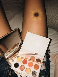 vsco:rachelmackinnonn did this with eyeshadow!did this with eyeshadow! Body Painting Tumblr, Paintings Tumblr, Art Paintings, Leg Painting, Painting & Drawing, Drawing Eyes, Belly Painting, Summer Drawings, Geometric Tatto