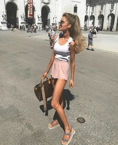 ✯ Find more winter outfits, modest fashion and cute dresses, velvet dresses and Wear outfits. Another fashion art, teenager clothing and girlfriend jeans Cute Girl Outfits, Cute Summer Outfits, Cool Outfits, Winter Outfits, Thin Skinny, Skinny Girls, Vogue, Modest Fashion, Fashion Outfits