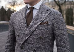 I love the fabric! Nice cut for a broader-shouldered man