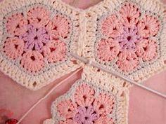 Crochet Hexagon African Flower Blanket – Free Pattern African Flower Hexagon Join-as-you-go Tutorial Motifs Afghans, Crochet Motifs, Crochet Squares, Crochet Granny, Filet Crochet, Crochet Patterns, Crochet Blocks, Granny Squares, Crochet African Flowers
