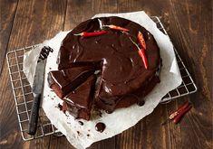 Chilisuklaakakku Something Sweet, Chocolate Recipes, Delicious Desserts, Sweet Treats, Pudding, Baking, Food, Halloween, Drinks