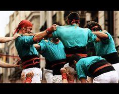 els castellers de Vilafranca descarreguen a la plaça Sant Jaume