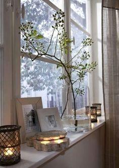 Mit Fensterbank in der Küche. Tischfensterbank in der Küche