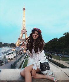 Flower child in Paris #glam #wanderlust