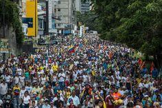 Cuando Hugo Chávez tomó el poder en Venezuela hace poco menos de 20 años, el populismo de izquierda que profesaba estaba llamado a salvar la democracia
