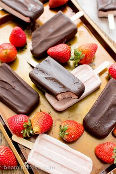 Chocolate-covered Strawberry Ice Cream Bars (V+GF): a 6 ingredient recipe for amazing ice cream bars that taste like chocolate-covered… (Ingredients Recipes Dairy Free) Frozen Desserts, Frozen Treats, Strawberry Ice Cream Bar, Paleo Dessert, Dessert Recipes, Dairy Free Recipes, Gluten Free, Paleo Recipes, Sweet Recipes