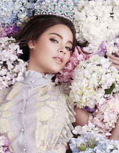 Most Beautiful Faces, Gorgeous Women, Vietnamese Clothing, Cute Girl Face, Holy Chic, Spring Bouquet, Asian Doll, Beauty Portrait, Album Design