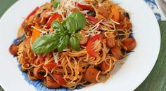 Sommerliches Wurstgulasch mit Spaghetti