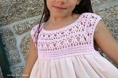 Bamboo dress with crochet yoke Crochets En Crochet, Crochet Tutu, Crochet Yoke, Crochet Fabric, Baby Girl Crochet, Crochet Baby Clothes, Crochet For Kids, Diy Crochet, Crochet Patterns