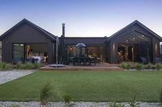 Modern Barn House, Barn House Plans, Modern House Design, Modern Country Houses, U Shaped Houses, New Zealand Houses, Modern Farmhouse Exterior, Modern Farmhouse Design, Shed Homes