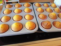 Fanta Muffins Source by sibyllekremietz Related posts: Fanta-Muffins Saftige Schokoladen-Muffins mit Marshmallow-Hut und Schokoladenüberzug. My favorite muffin recipe for very juicy, soft muffins, which is also a … Carrot Nut Muffins Recipe Mini Desserts, Oreo Desserts, Peanut Butter Desserts, Spring Desserts, Desserts For A Crowd, Lemon Desserts, Holiday Desserts, Easy Desserts, Dessert Oreo
