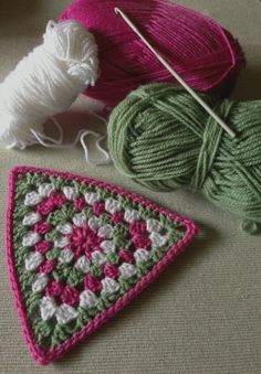 Triangle granny... Haven't done a triangle granny before. Need to try this!