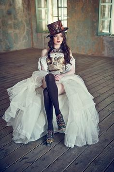 Steampunk Bride - For costume tutorials, clothing guide, fashion inspiration… Steampunk Cosplay, Viktorianischer Steampunk, Steampunk Makeup, Steampunk Circus, Steampunk Necklace, Steampunk Wedding Dress, Steampunk Dress, Steampunk Clothing, Steampunk Outfits