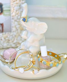 Bijoux – Tendance : wicked cute ring holder from the emily + meritt collection