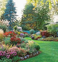 Breathtaking 36 Beautiful Flower Beds in Front of House Design Ideas https://homiku.com/index.php/2018/03/03/36-beautiful-flower-beds-front-house-design-ideas/