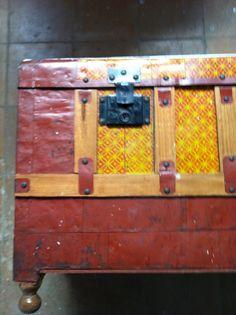 JUAN C ESCUDERO: baúl restaurado y redecorado