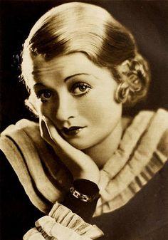 Actress Constance Bennett, 1932. #vintage #1930s #actresses