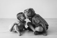 Sibling Photo Shoots, Sibling Photos, Sibling Photography, Toddler Photography, Boy Photos, Newborn Pictures, Family Photos, Brother Sister Pictures, Mom Daughter Photos