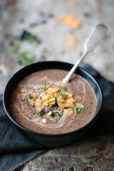 Juodųjų pupelių sriuba su grietine.