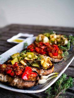 Lauch und Tomate + Roter Pfeffer Bruschette | Entdecke Delicious | Www.discoverdelicious.org | Vegan Bruschetta