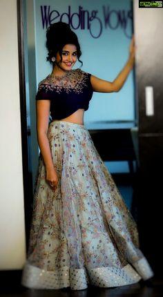 South Indian actress Anupama Parameswaran new photo gallery. Latest picture gallery of actress Anupama Parameswaran. Indian Gowns Dresses, Indian Fashion Dresses, Indian Designer Outfits, Designer Dresses, African Fashion, Half Saree Designs, Lehenga Designs, Saree Blouse Designs, Dress Designs