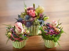 Flower Cupcakes - Oasis® Floral Cupcakes - to buy the bottom or ready by bissfloral. Small Flowers, Diy Flowers, Flower Decorations, Beautiful Flowers, Flower Ideas, Design Floral, Deco Floral, Arte Floral, Easter Flower Arrangements