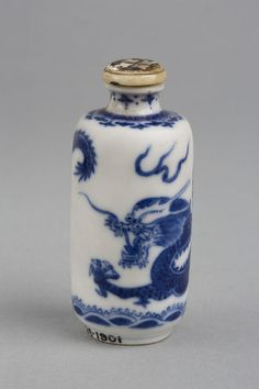 Snuff bottle - Porcelain, with painted decoration. Stopper - Ivory, inlaid with glass, shell and black composition