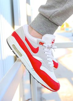 Wanting air max 1 for weeks now. Pretty!!